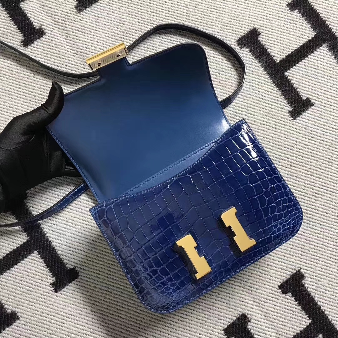 Hermès(爱马仕)极品空姐包Constance 宝蓝色 亮面鳄鱼 金扣 19cm 现货
