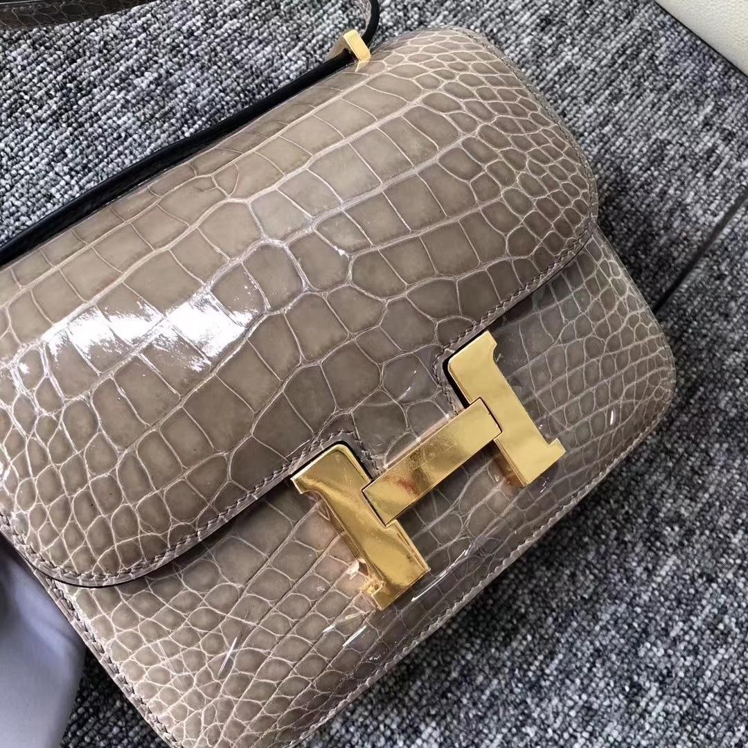 Hermès(爱马仕)Constance 空姐包 Alligator shiny 亮面鳄鱼 ck81 斑鸠灰 金扣 18cm 现货