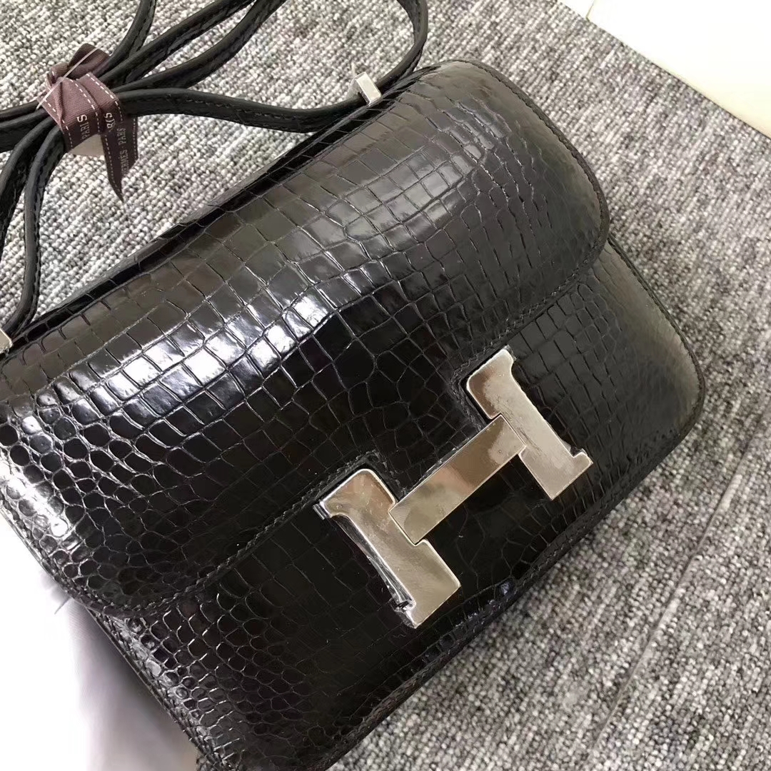 Hermès(爱马仕)Constance 空姐包 Porosus shiny 澳洲亮面鳄鱼  ck89 黑色 银扣 18cm 现货