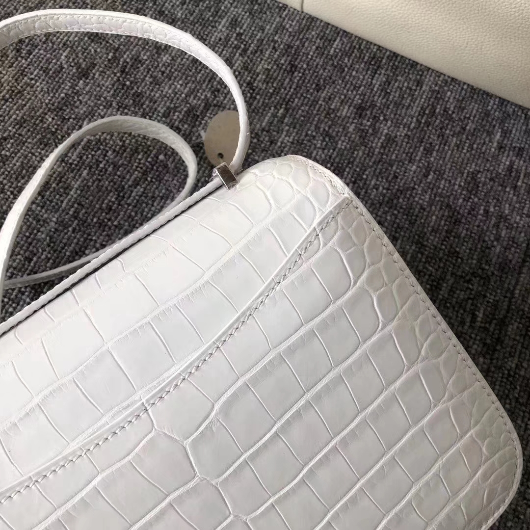 Hermès(爱马仕)Constance 空姐包 雾面美洲鳄 01纯白 配蜥蜴扣 蜡线全手工 接受预定 19cm