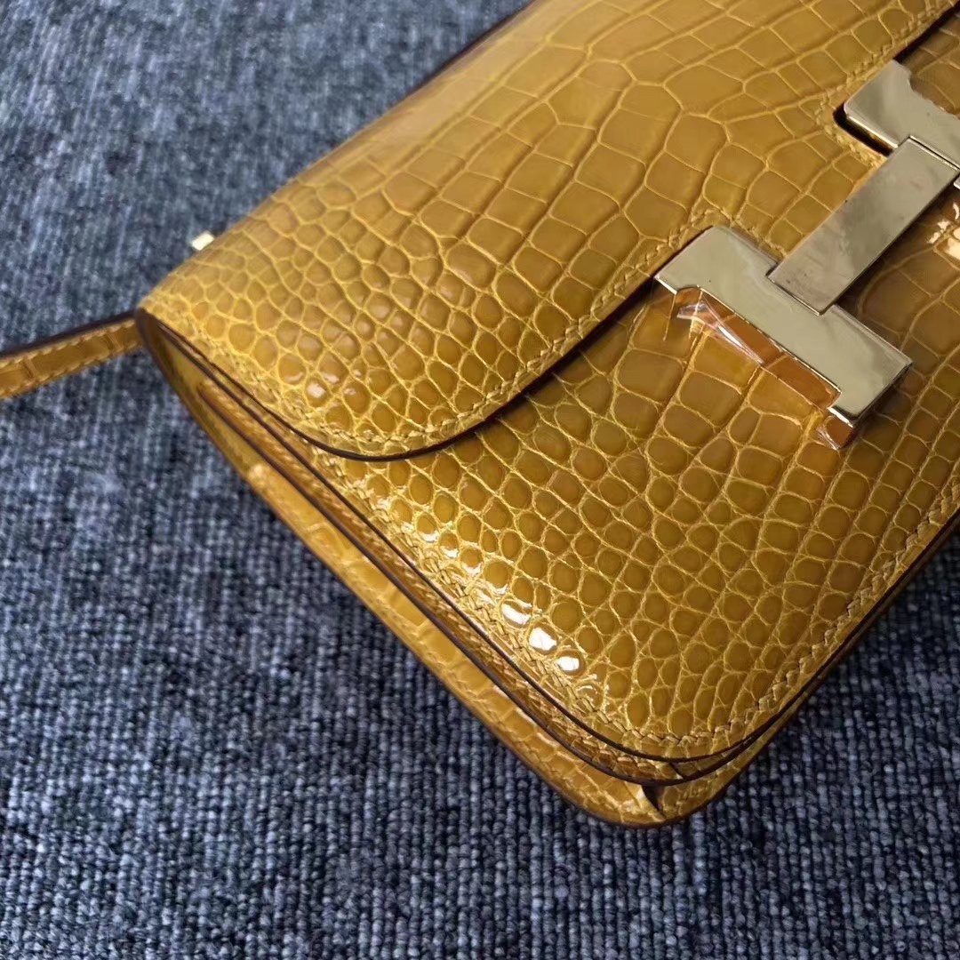 Hermès(爱马仕)Constance 空姐包 Alligator shiny 亮面鳄鱼 9D 琥珀黄 Ambre 金扣 18cm 现货