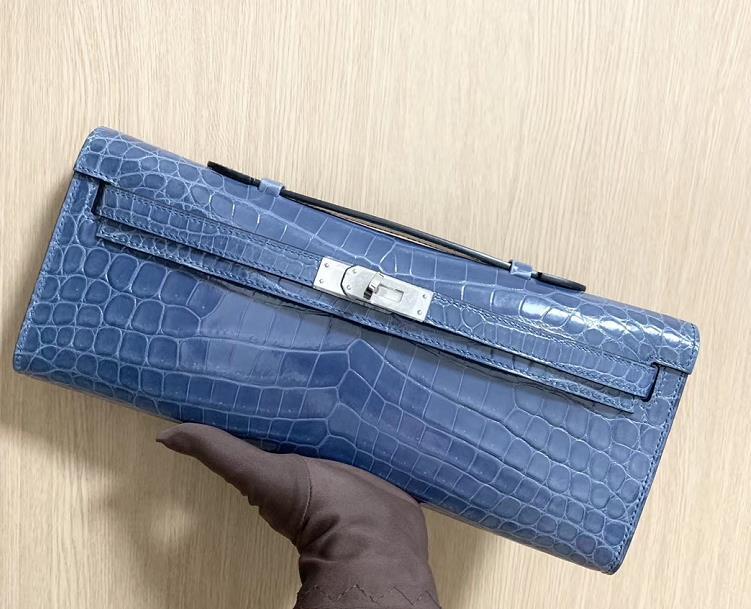 Hermès(爱马仕)Kelly cut Crocodile shiny 亮面鳄鱼 牛仔蓝 银扣 手拿包 31cm
