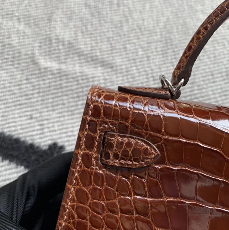 Hermès(爱马仕)Mini Kelly 迷你凯莉 焦糖色 亮面美洲鳄鱼 金扣 2代