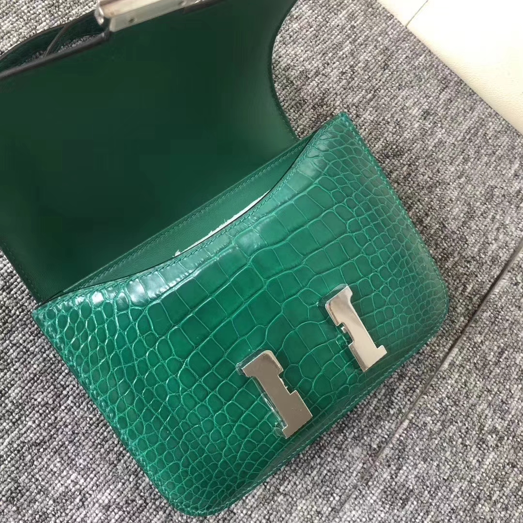 Hermès(爱马仕)Constance 空姐包 Alligator shiny 亮面鳄鱼 6Q 翡翠绿 银扣 18cm 现货