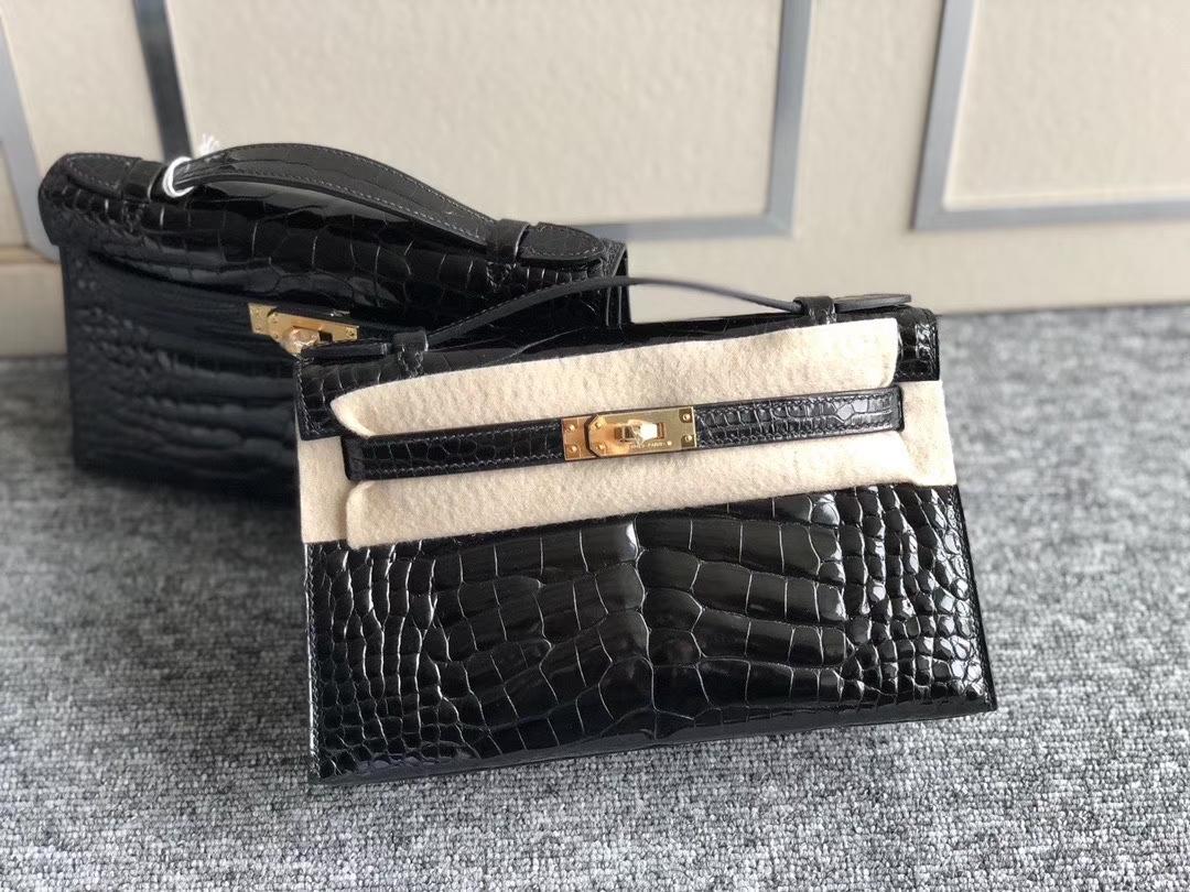 Hermès(爱马仕)Mini Kelly Pochette 22cm 亮面方块 美洲鳄鱼 黑色 银扣 手拿包 晚宴包