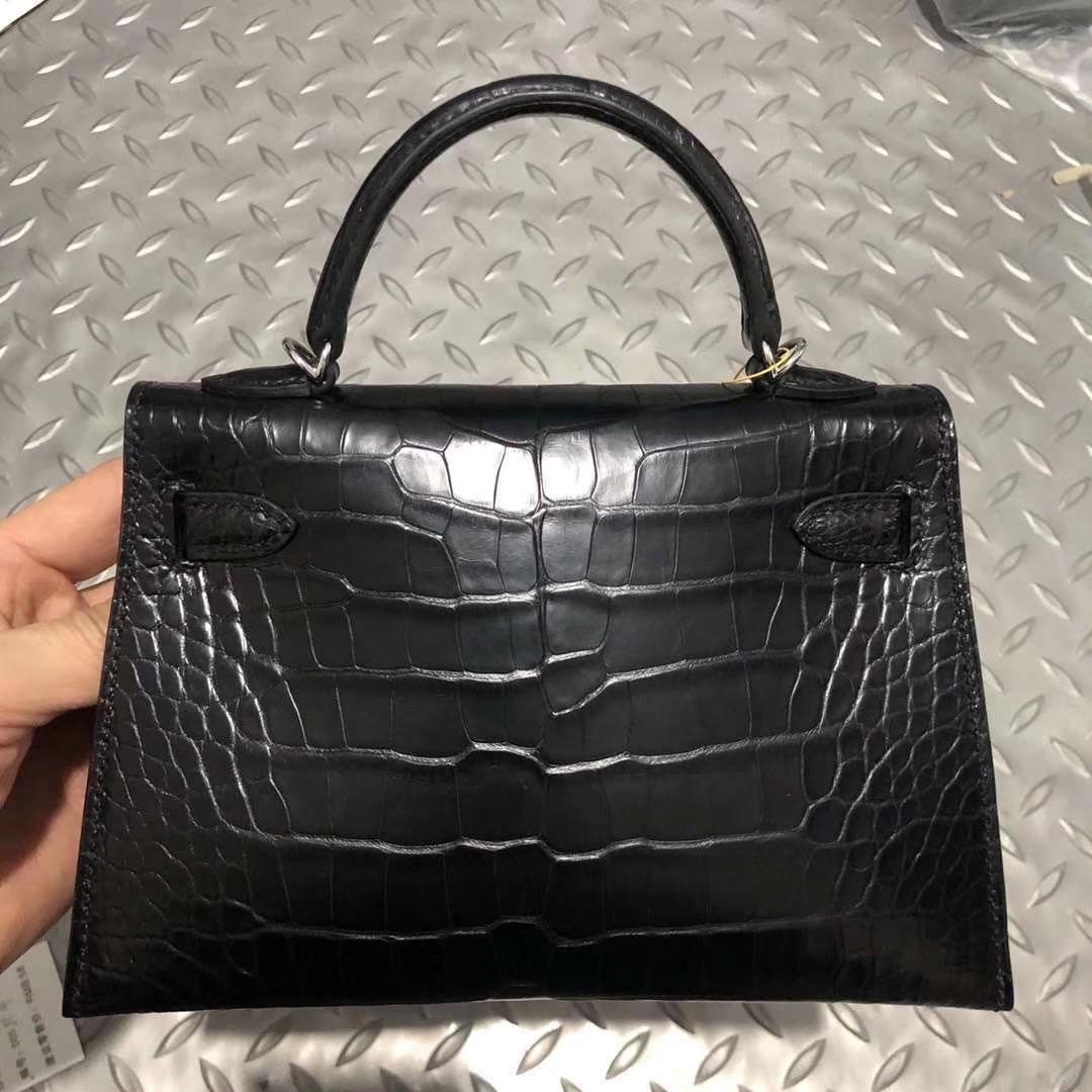 Hermès(爱马仕) Kelly 凯莉包 雾面美洲鳄 ck89黑色 蜡线全手工 银扣  2代 19cm