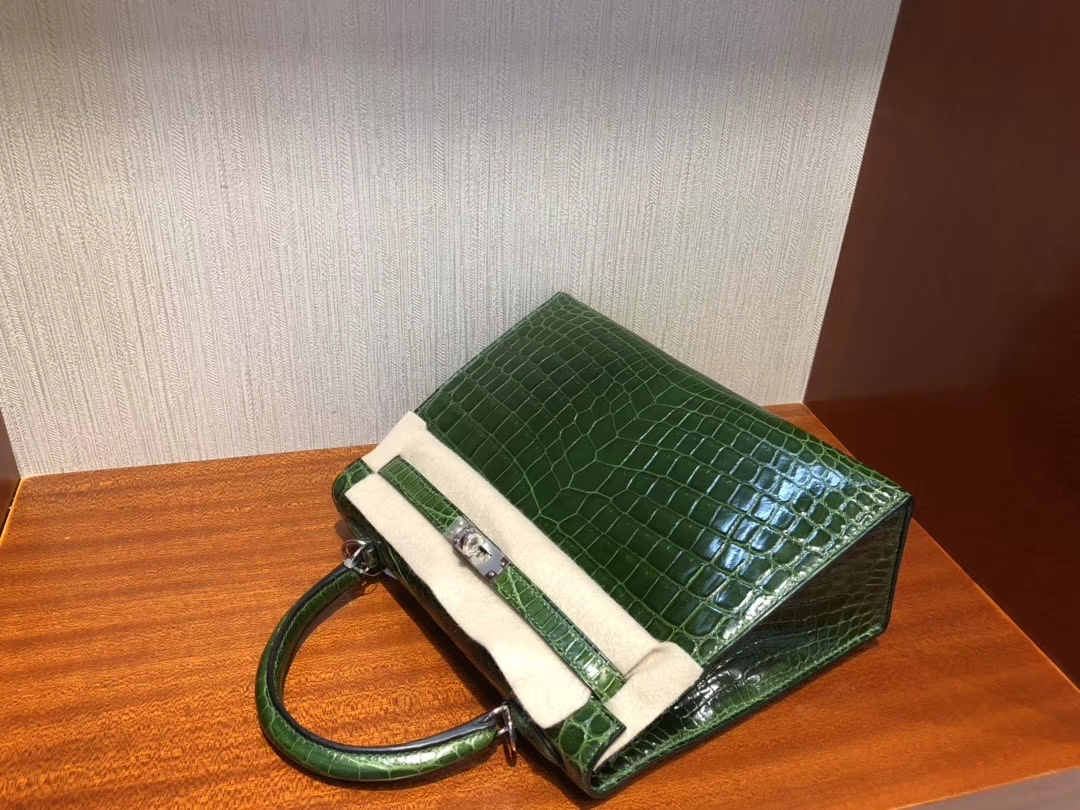 Hermès(爱马仕)Kelly 凯莉包 亮面澳洲湾鳄 祖母绿 银扣 顶级手缝 超美 28cm