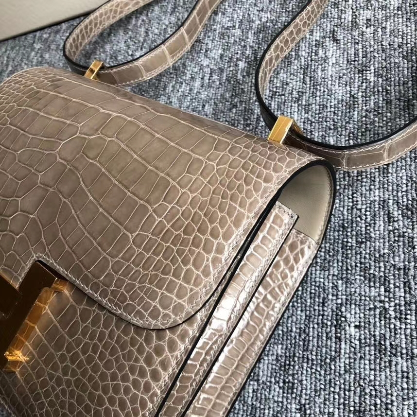 Hermès(爱马仕)Constance 24cm Alligator shiny 亮面鳄鱼 ck81 斑鸠灰 Gris T 金扣 现货
