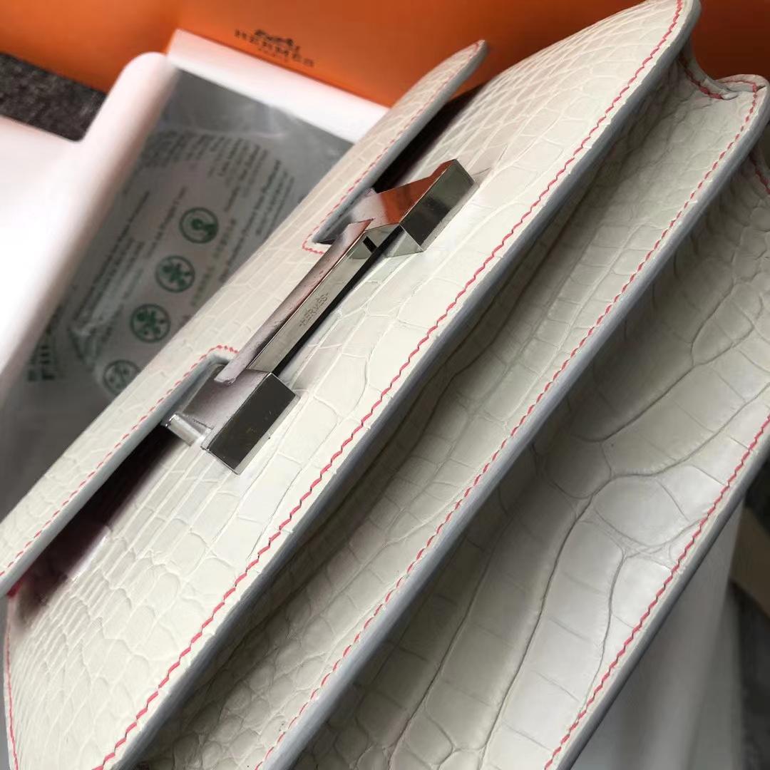 Hermès(爱马仕)Constance 23cm 雾面框框美洲鳄 8L奶油白内拼杜鹃红 蜡线全缝 马蹄银扣