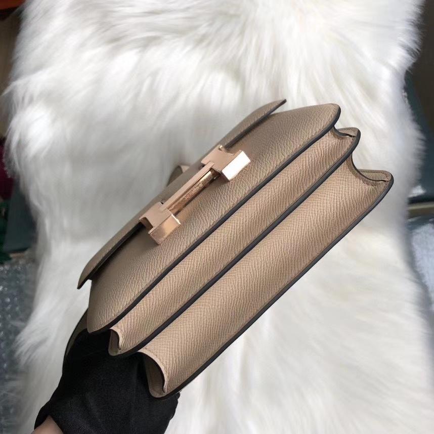 Hermès(爱马仕)Constance 18cm Epsom 原厂掌纹皮 S2 风衣灰内拼奶茶色 玫瑰金 Rose gold 顶级手缝 现货