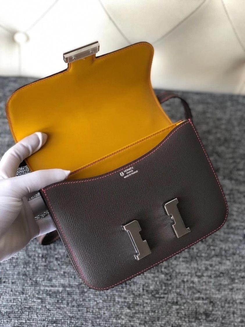 Hermès(爱马仕)Constance18cm Epsom 原厂掌纹皮 8F 锡器灰内拼琥珀黄 银扣 唇膏粉线 马蹄印 现货