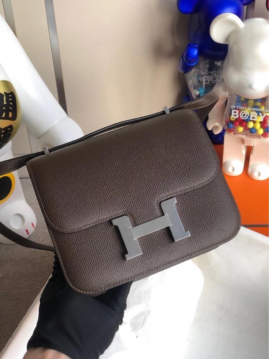 Hermès(爱马仕)Constance 18cm Epsom 原厂掌纹皮 巧克力色 银扣 顶级手缝现货