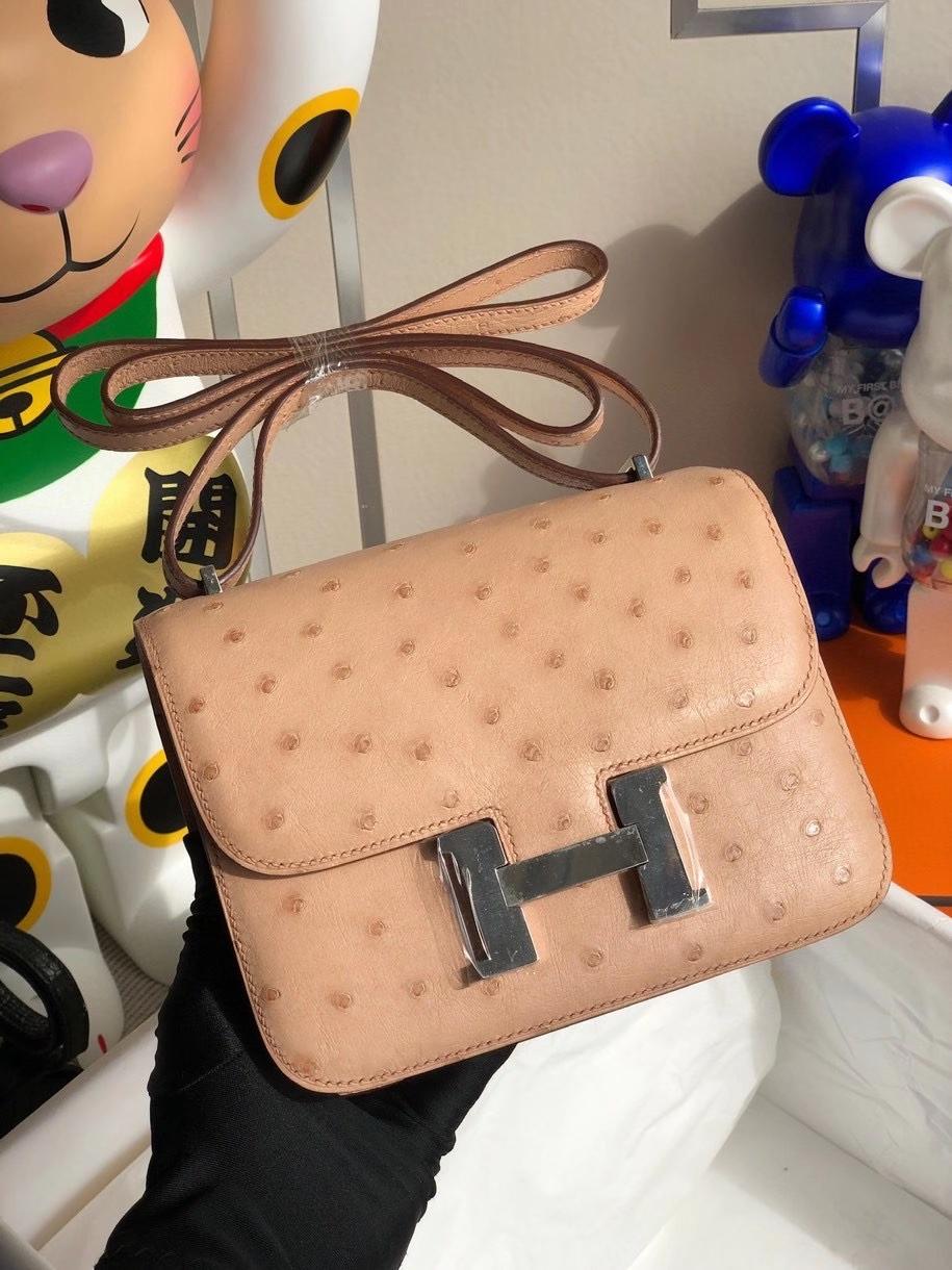 Hermès(爱马仕)Constance 18cm Ostrich kk 鸵鸟 浅粉 银扣 顶级手缝 现货