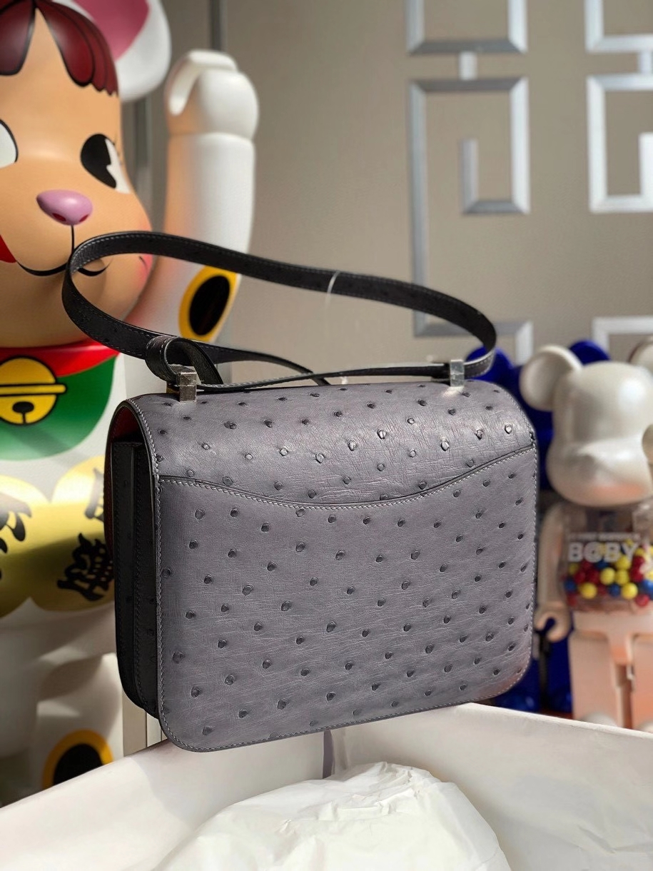 Hermès(爱马仕)Constance 24cm Ostrich kk 鸵鸟 玛瑙灰 内拼国旗红 银扣 顶级手缝 现货