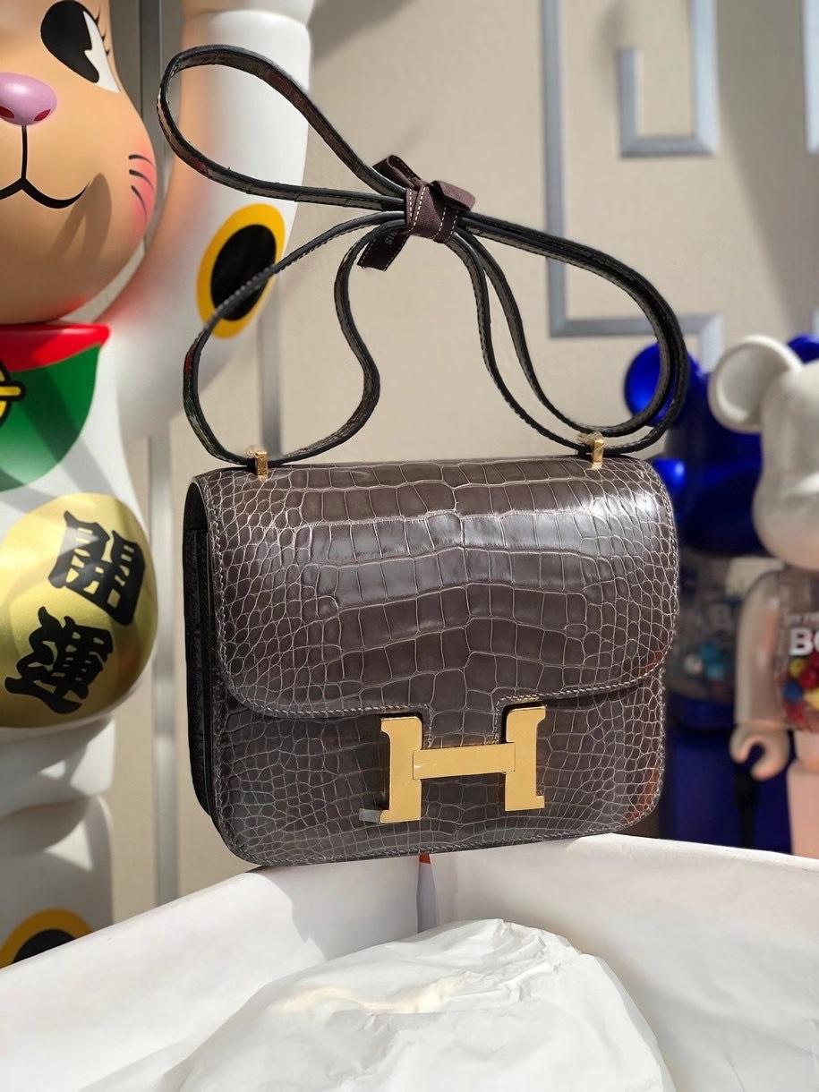 Hermès(爱马仕)Constance 18cm Alligator shiny 亮面鳄鱼 石墨灰 金扣 顶级手缝 现货