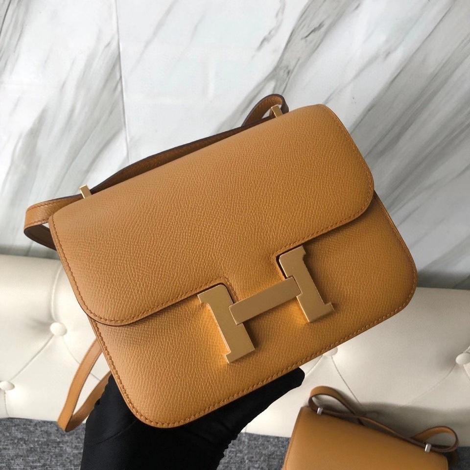 Hermès(爱马仕)Constance 18cm Epsom 原厂掌纹皮  2S 芝麻色 Sesame 金扣