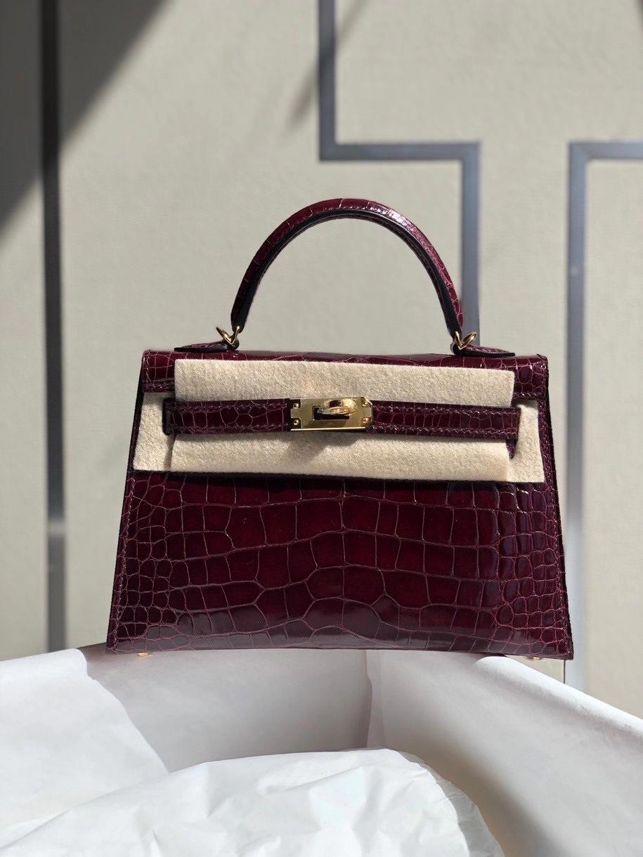 Hermès(爱马仕)Mini kelly ll alligator shiny 亮面鳄鱼 ck57 波尔多酒红 金扣 顶级手缝 小可爱 现货