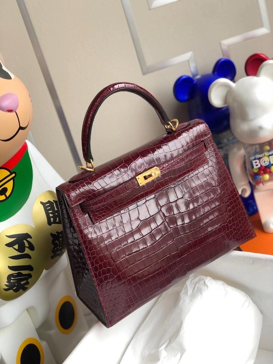 Hermès(爱马仕)Kelly 25cm Porosus shiny 亮面澳洲鳄鱼 ck57 波尔多酒红 Bordeaux 金扣 顶级手缝 现货