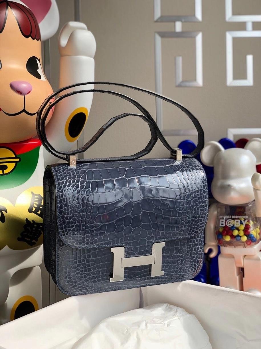 Hermès(爱马仕)Constance 24cm Alligator shiny 亮面鳄鱼 N7 风暴蓝 银扣 顶级手缝  现货