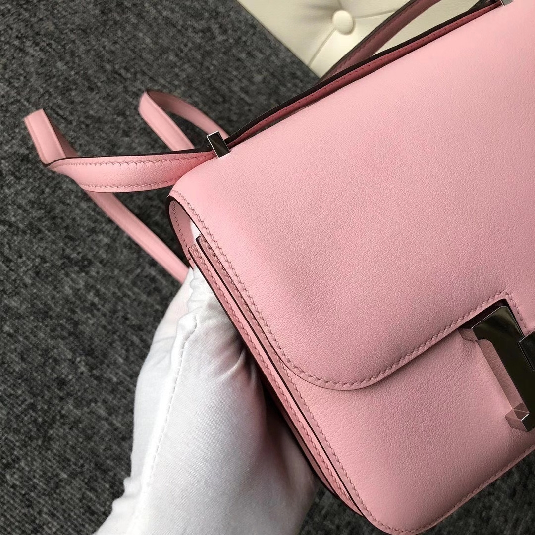 Hermès(爱马仕)Constance 19cm Swift 3Q新粉色 Rose Sakura 全手工缝制 银扣 现货
