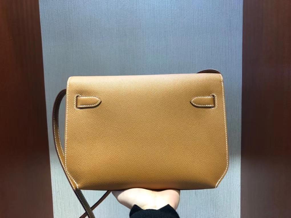 Hermès(爱马仕)Kelly depeche Epsom 原厂掌纹皮 ck37 金棕色 Gold 金扣 顶级手缝  手拿包 现货