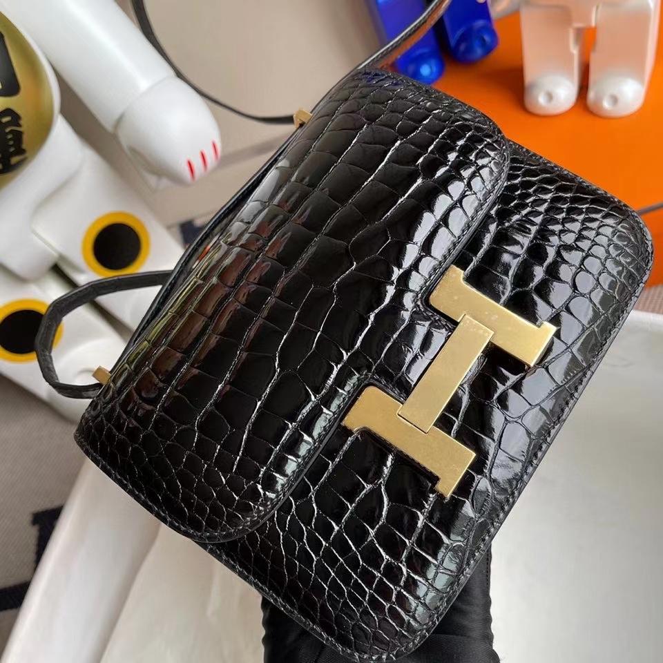 Hermès(爱马仕)Constance 18cm Alligator shiny 亮面鳄鱼 ck89 黑色 Noir 金扣 拱珠皮 现货