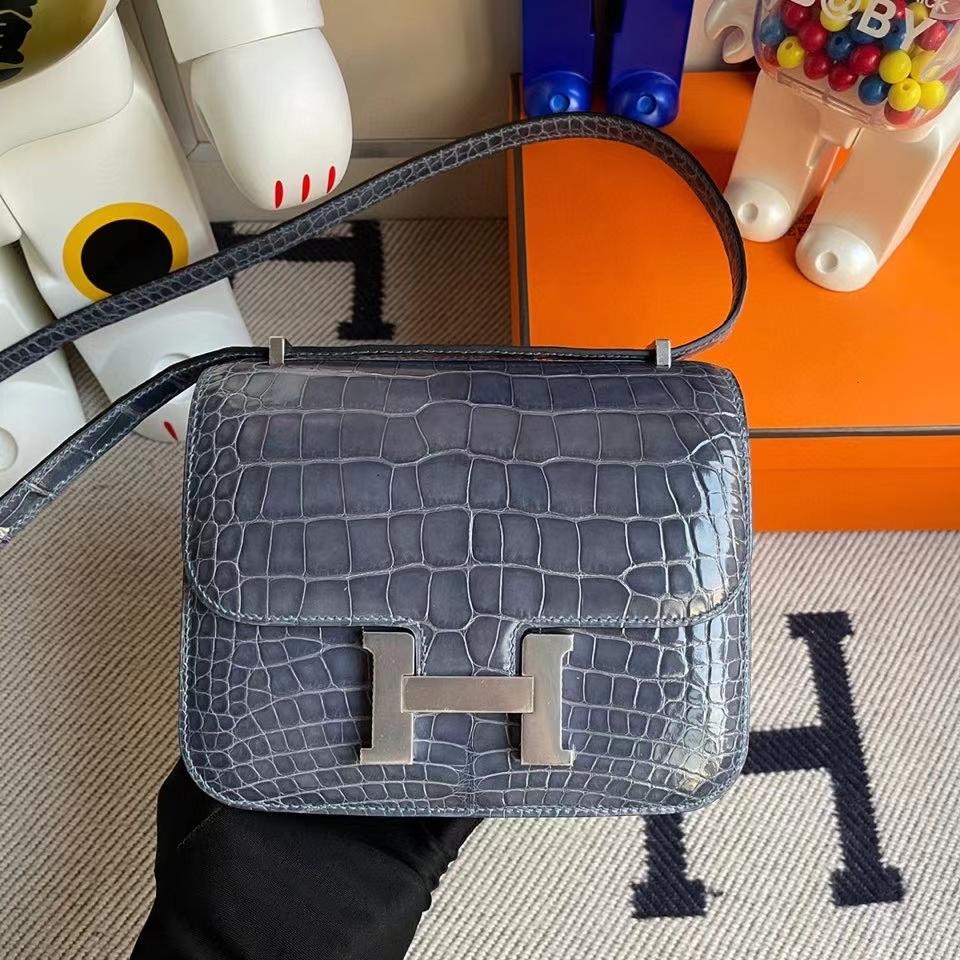 Hermès(爱马仕)Constance 18cm Alligator shiny 亮面鳄鱼 N7 风暴蓝 银扣 顶级手缝 定制