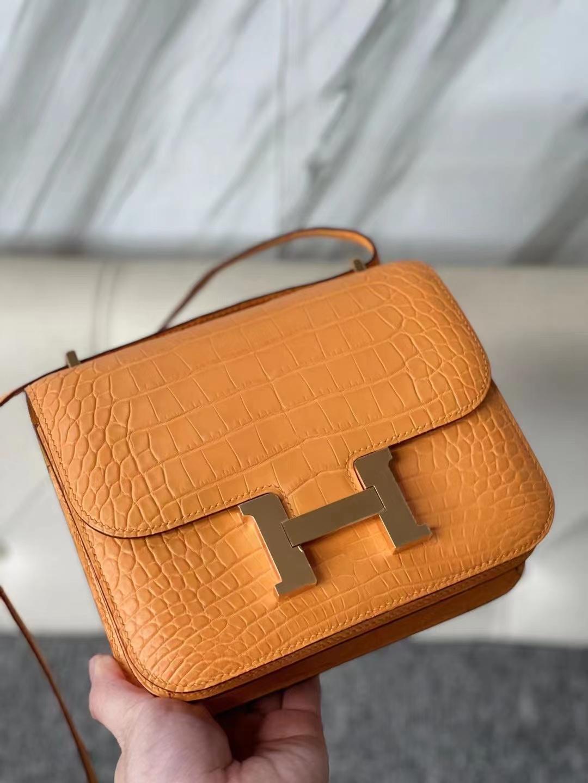 Hermès(爱马仕)Constance 18cm Alligator matt 雾面鳄鱼 杏黄色 金扣 顶级手缝 现货