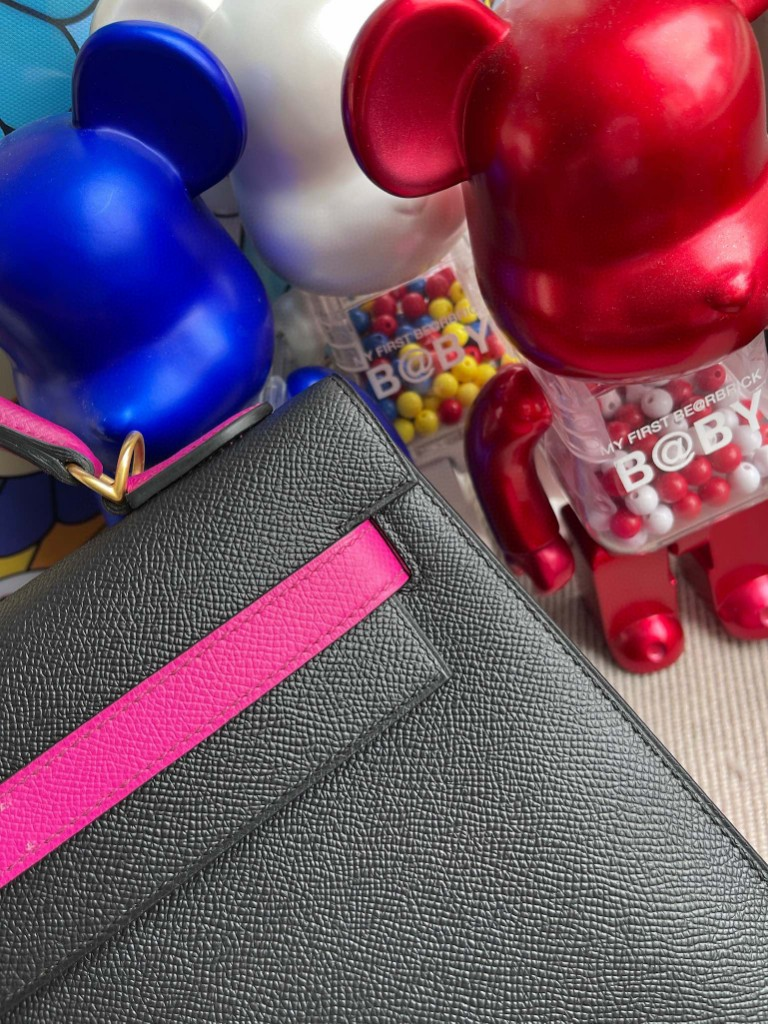 Hermès(爱马仕)Kelly 凯莉包 Epsom 原厂掌纹皮 黑色 拼玫瑰紫 磨砂金扣 马蹄印 32cm
