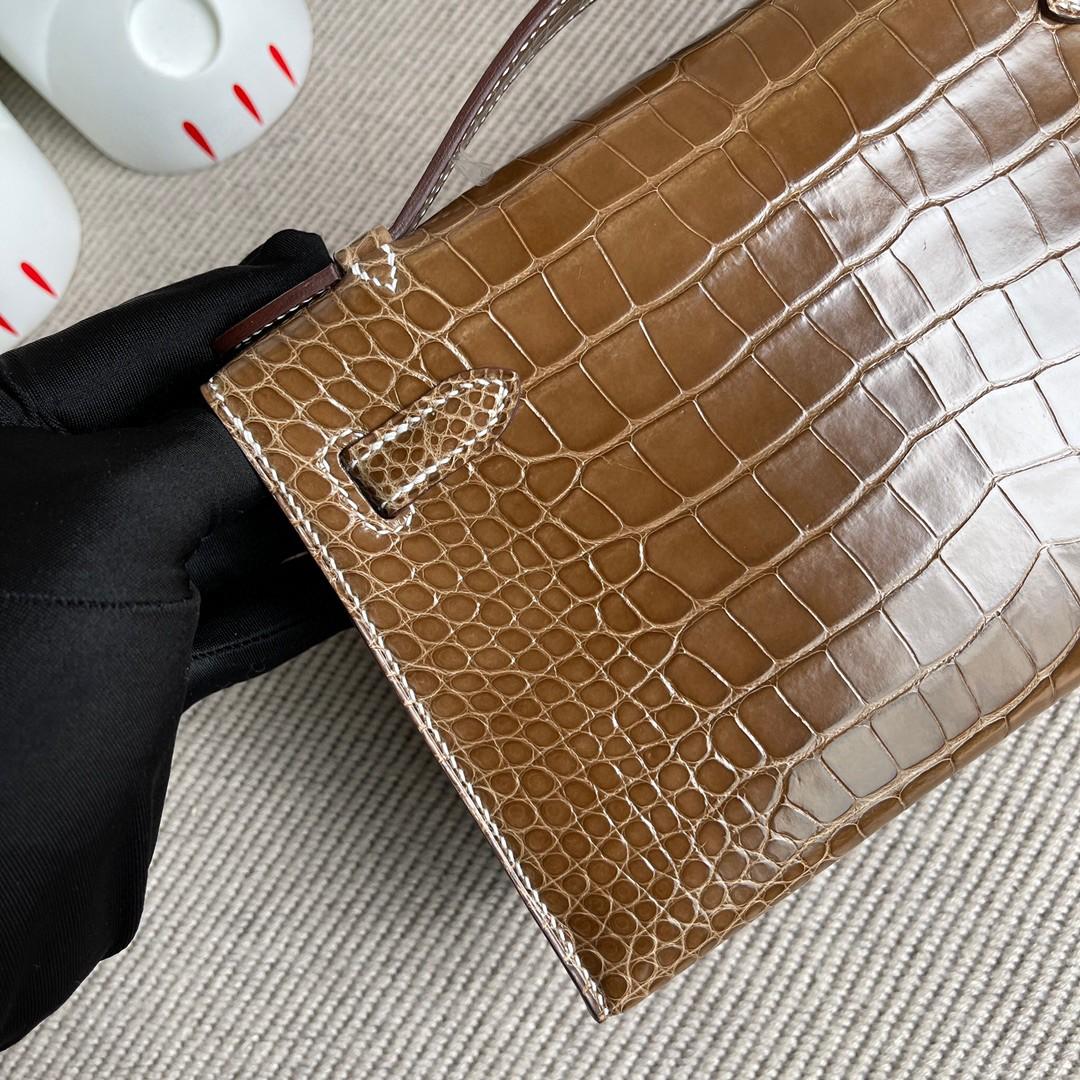 Hermès(爱马仕)Mini kelly pochette Alligator shiny 亮面鳄鱼 烟草色 银扣 22cm