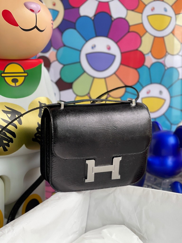 Hermès(爱马仕)Constance 空姐包 Lizard 进口亮面蜥蜴ck89 黑色 Noir 银扣 18cm 顶级手缝