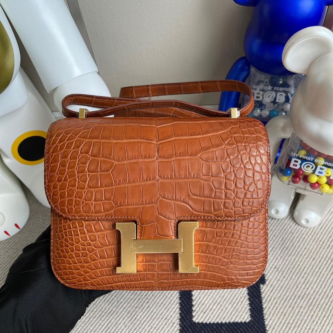 Hermès(爱马仕)Constance 空姐包 Alligator matt 雾面鳄鱼 ck37 金棕色 Gold 金扣 18cm 顶级手缝 现货