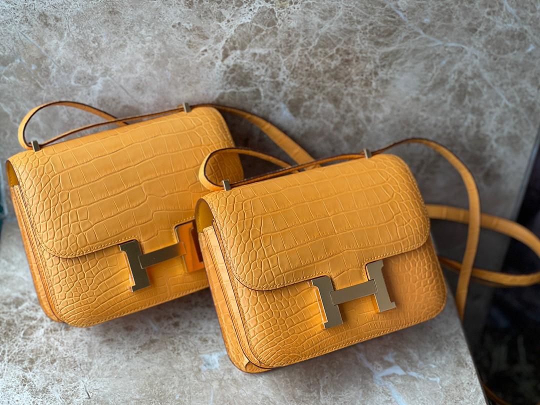 Hermès(爱马仕)Constance 空姐包 Alligator matt 雾面鳄鱼 I9 杏黄色 Apricot 金扣 18cm 顶级手缝 现货