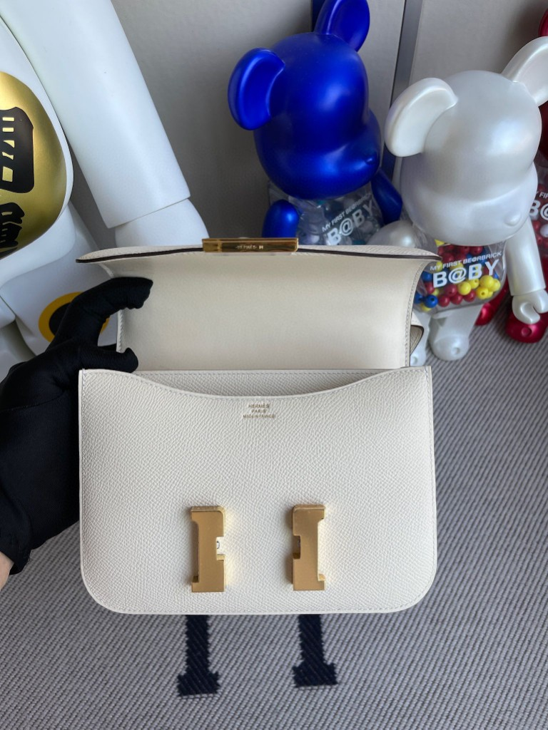 Hermès(爱马仕)Constance 空姐包 Epsom 原厂掌纹皮 I2 奶油白 nata 金扣 18cm 顶级手缝