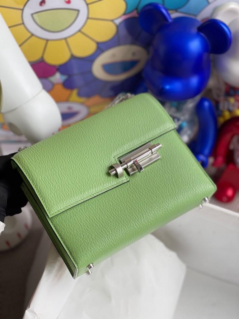 Hermès(爱马仕)Verrou 插销包 Chevre 3i 牛油果绿 银扣 17cm 顶级手缝