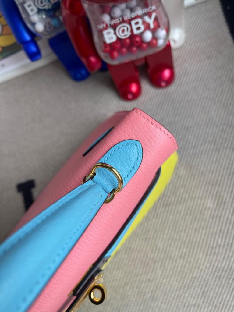 Hermès(爱马仕)Kelly 凯莉包 山羊皮 Chevre 鹅蛋黄 拼 糖果蓝 拼 奶昔粉 金扣 马蹄印 25cm