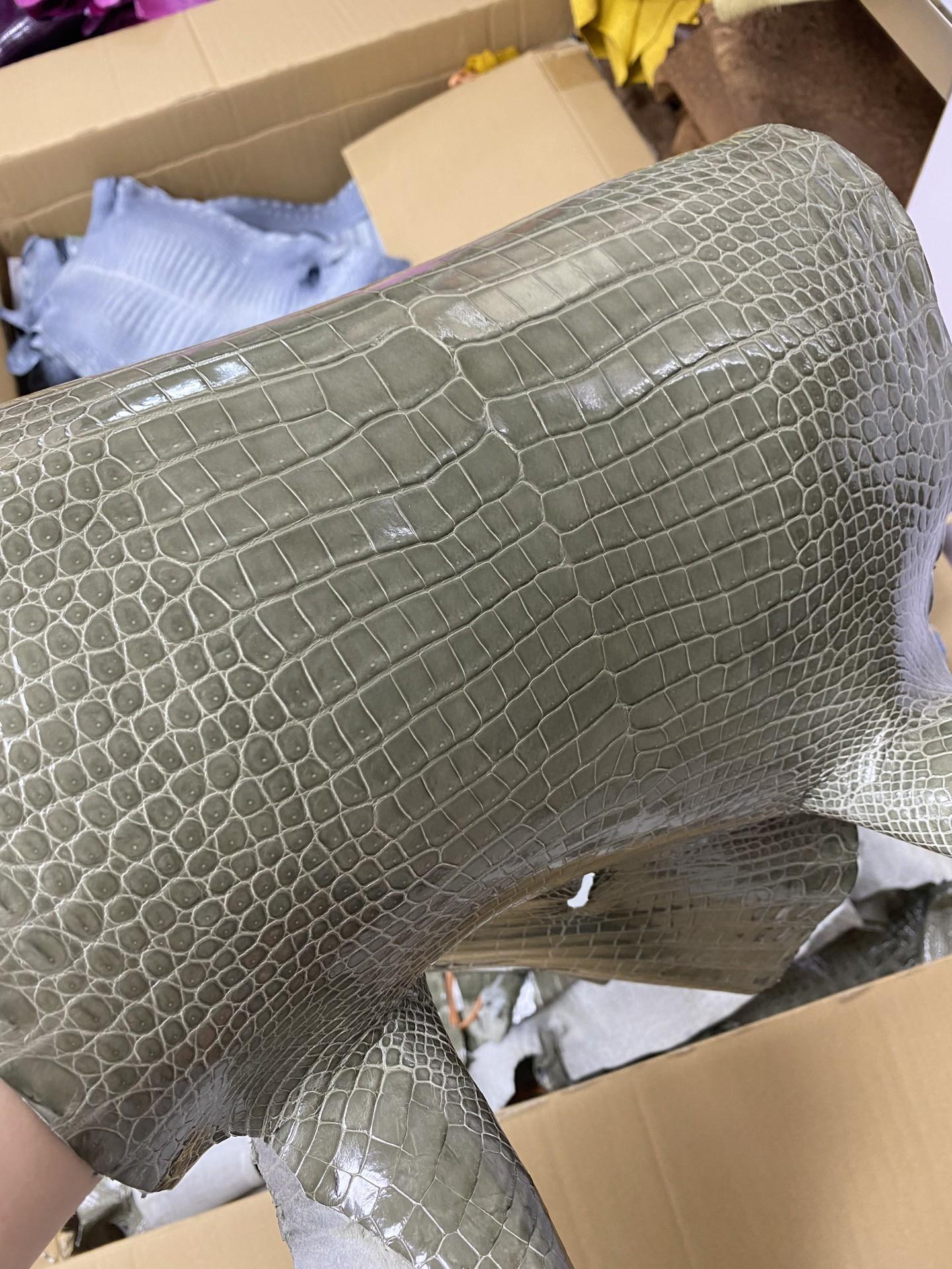 Hermès(爱马仕)新皮 Porosus shiny 亮面澳洲湾鳄 斑鸠灰