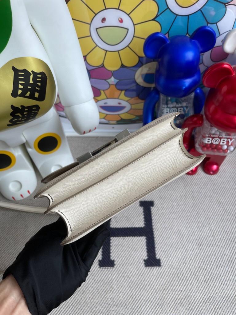 Hermès(爱马仕)Constance 空姐包 Epsom 原厂掌纹皮 ck10 奶昔白 银扣 18cm