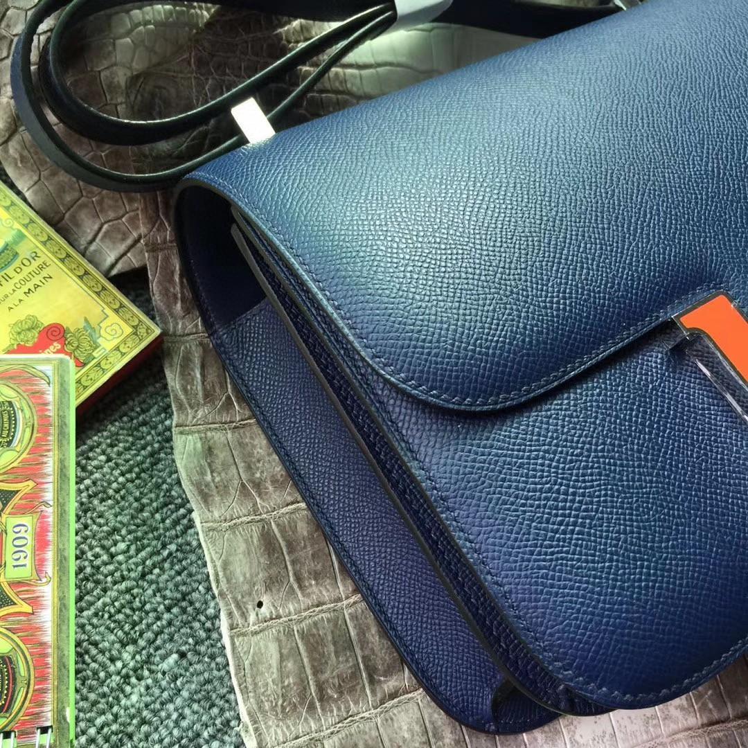 Hermès(爱马仕)Constance 空姐包 Epsom 原厂掌纹 73 宝石蓝 拼 8v 橘珐 琅扣 19cm 现货