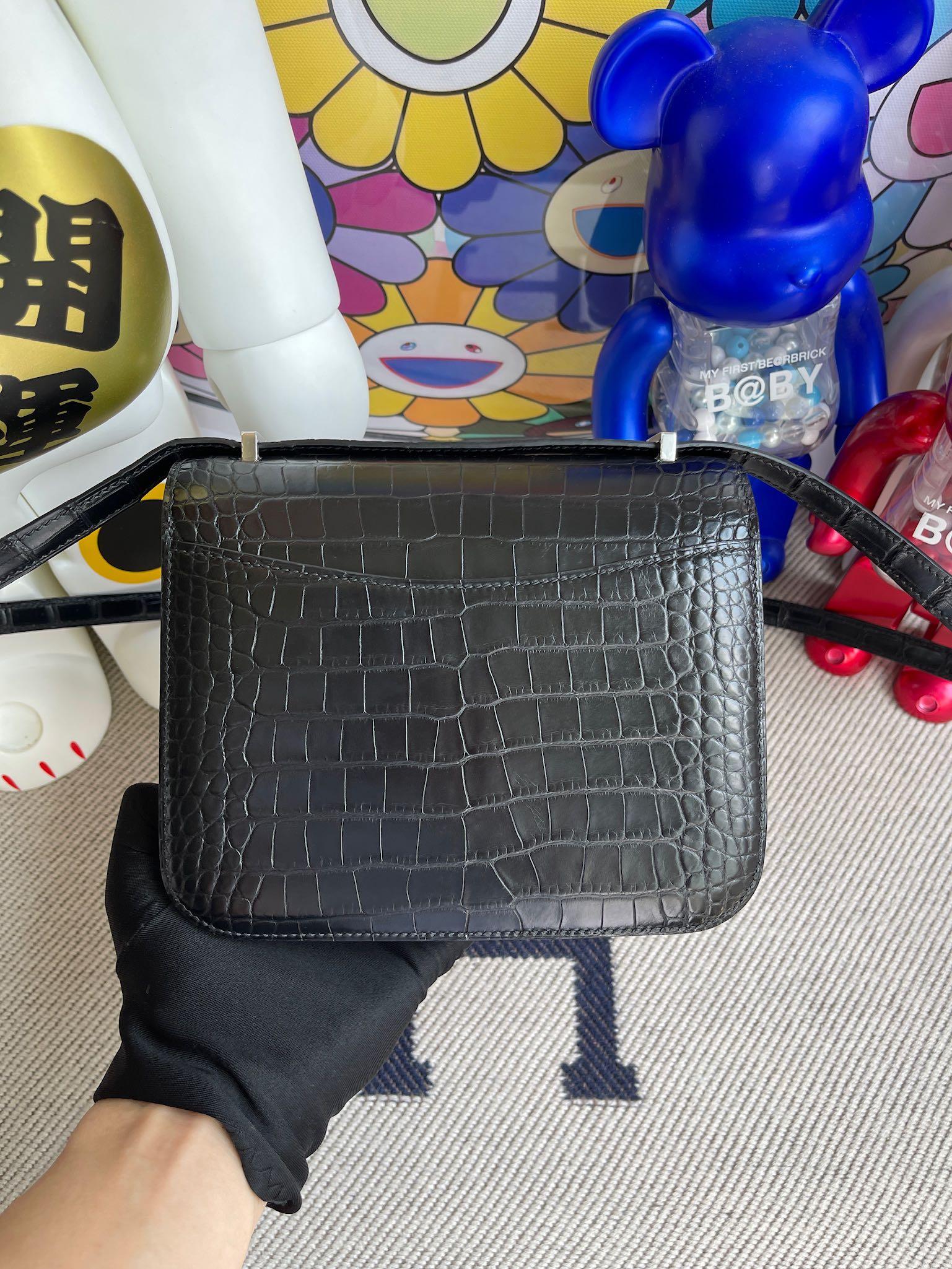 Hermès(爱马仕)Constance 空姐包 Alligator matt 雾面鳄鱼 89 黑色 拼蜥蜴扣 18cm 顶级手缝 定制