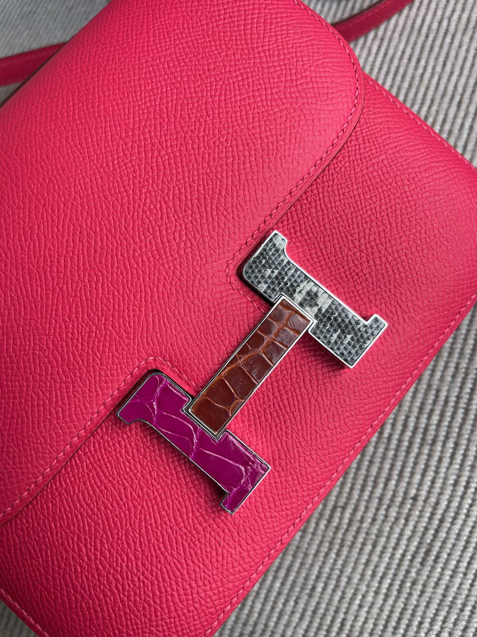 Hermès(爱马仕)Constance 康斯坦斯 Epsom 原厂掌纹皮 I6 极致粉 鳄鱼蜥蜴扣 18cm 顶级手缝 定制
