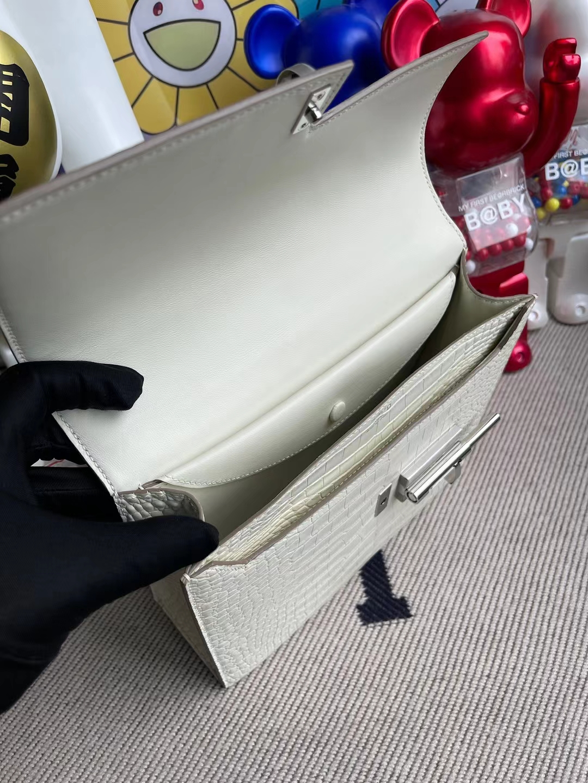 Hermès(爱马仕)Verrou 手枪包 雾面美洲鳄 8L 奶油白 银扣 21cm
