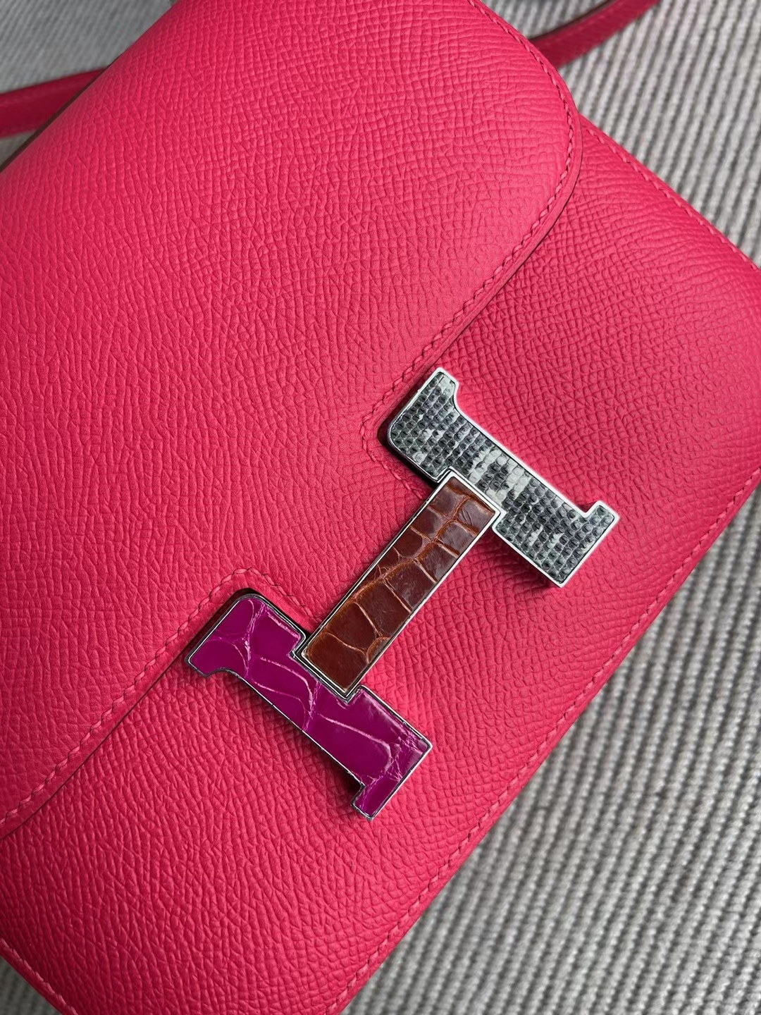 Hermès(爱马仕)Constance 康斯坦斯 Epsom i6 极致粉 多拼色 珐琅扣 19cm