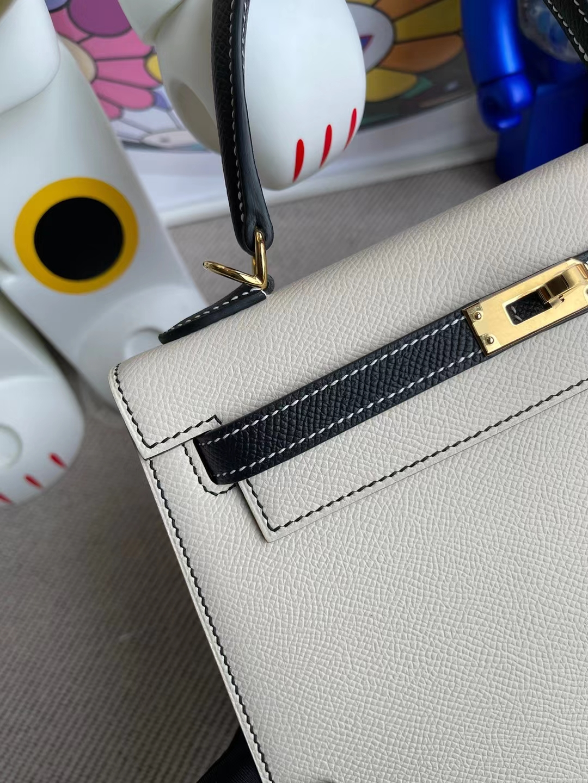 Hermès(爱马仕)Kelly 凯莉包 Epsom Ck10 奶昔白 拼 Ck8 黑色 金扣 28cm 全手工缝制